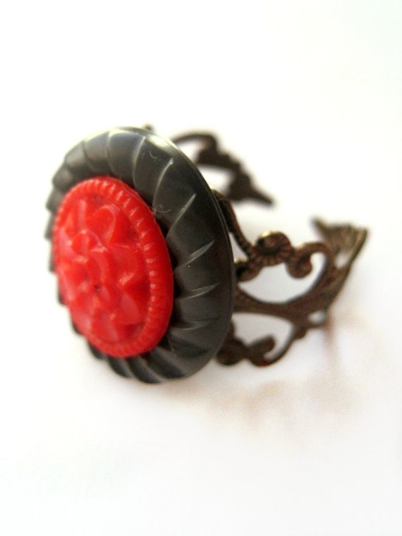 Red ring, brown - Vintage button ring - button jewelry - filigree ring band