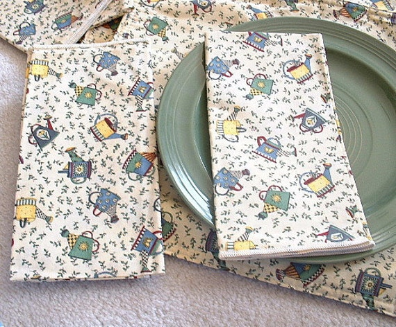 4 Placemats & 4 napkins. Cotton. Watering Cans, Birdhouses, and Teapots print.Debbie Mumm