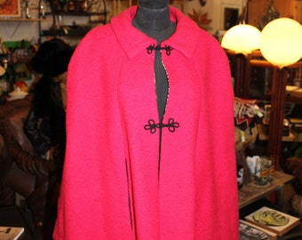 Nothing says I HEART STYLE Like a MOD mad Mod Wool Cotton Blend Fuschia Lepoard-Lined Nubby Frog Clasp Cape