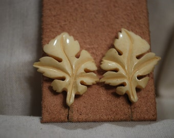 Vintage Screwback Bone/Bakelite Earrings - Creamy White Maple Leaf