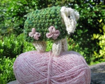 Knit your own mini sheep kit - Daisy