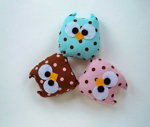 3 baby owls polka dots brown blue and pink