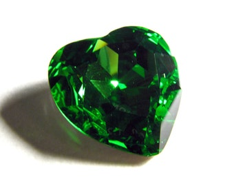 FERN - Large Bright Green Heart Crystal - 28mm