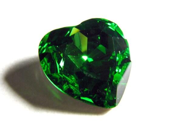 FERN - Large Bright Green Heart Crystal - 28mm