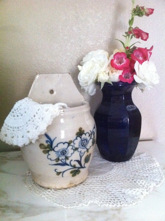 Vintage Chippy Terra Cotta Clay Pot Floral Planter Wall Hanging - Shabby Chic - Cottage Chic