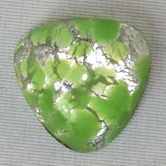 6 Triangular Cabs  /  foil glass cab / 14mm Green Glass Opal Stones Cabochons cherry brand No.0023