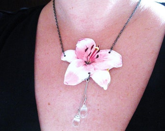 Flower Necklace Flower Jewelry Pink with Crystals Nature Lover Pretty Jewellery Gift for Friend Mom Aunt Wife Hibiscus Image Etsy Finds