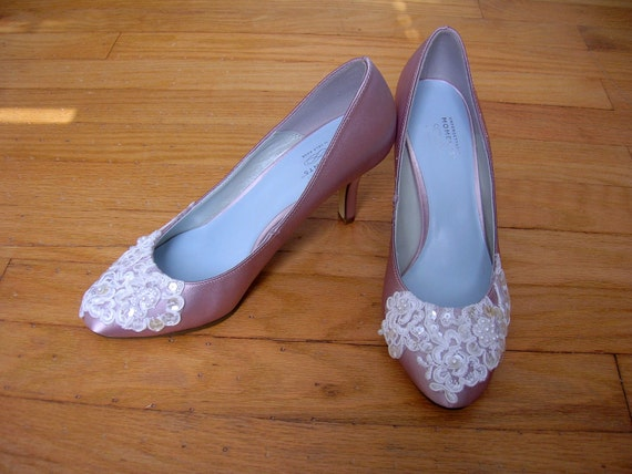 CLEARANCE Ready to Ship Size 8 satin and lace champagne wedding shoes pump