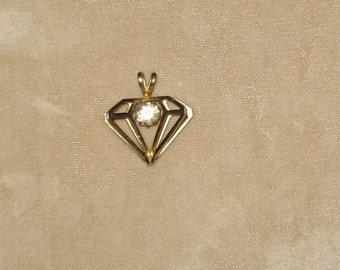 Three Dimensional Diamond Shaped Vintage Pendant with Rhinestone