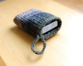 knit compact camera pouch