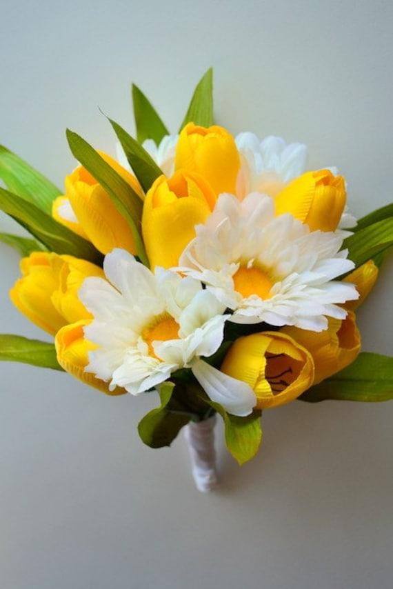 Items similar to Silk Flowers