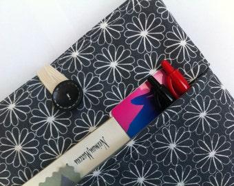 Mac Air Case - Zippered Front Pocket (Modern Daisies)
