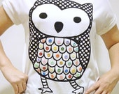 Cute Baby Owl with 35 Colorful Buttons Scoop Neck Women T Shirt