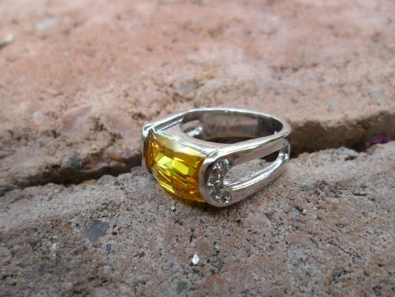 Yellow Citron and Sterling Silver Vintage Ring