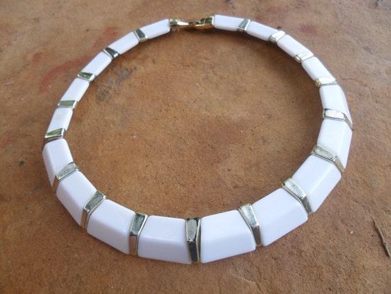 Vintage White Lucite Chocker Necklace