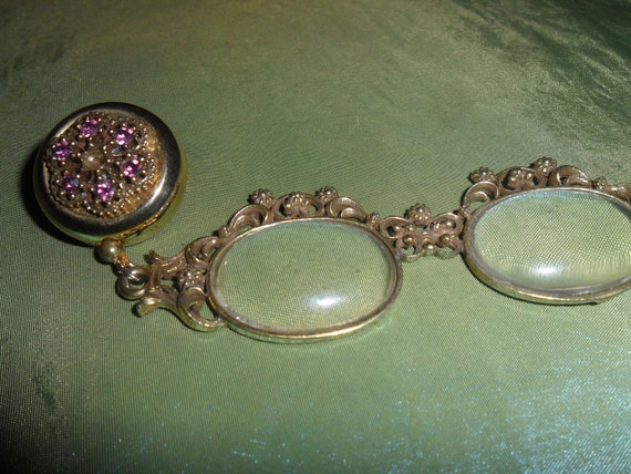 Ornate Vintage Brooch with Retractable Magnifiying Glasses