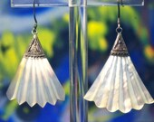 Vintage 925 Sterling Silver & Mother of Pearl White Opalescent Fan Carved Shell Dangle Earrings