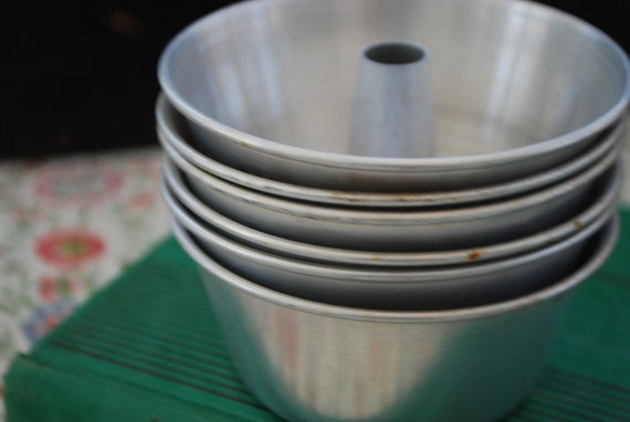 Nothing Bundt Charm - Set of 6 Vintage Bundt Tin Cake Jello Molds