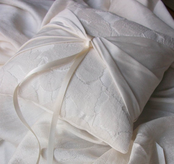 Ivory Ring Bearer Pillow/Cushion in Lace and Pure Raw Silk - Classic Style