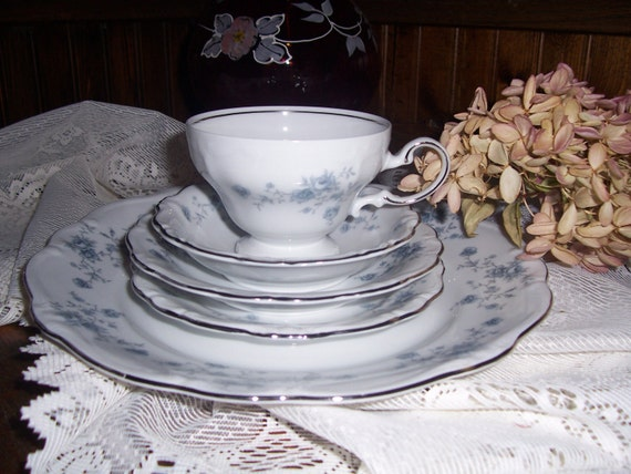 Vintage Johann Haviland Bavaria Blue Garland Fine China Dinnerware Set for 10