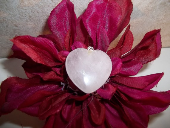 WeEkLy SpEcIaL Elegant Rose Quart Heart Pendant with Silver Bail Loop