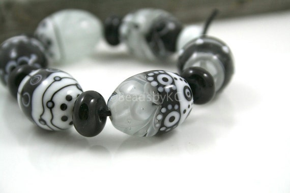SALE... -20%... Black and white eggs (6) - handmade design chrysanthemum beads