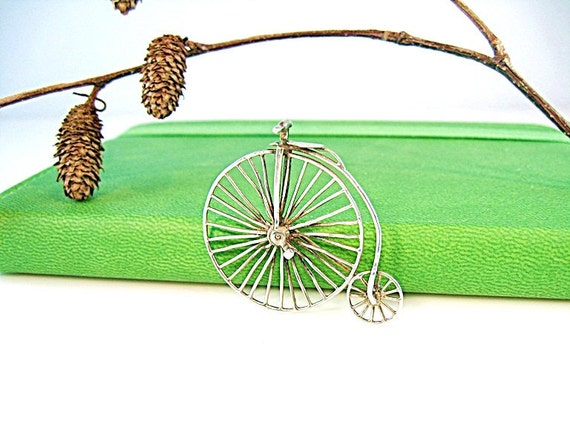 Vintage Bicycle Pin Victorian Penny Farthing Cycling Silver High Wheel Original 2-wheeler