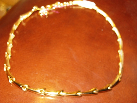 """1980s vintage MONET arrow link gold necklace. Nice length 20"""" Perfect condition."""