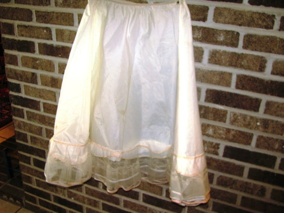 SKYLON ecru  taffeta petticoat with crinolines, ecru and ballet pink satin trim. Medium.