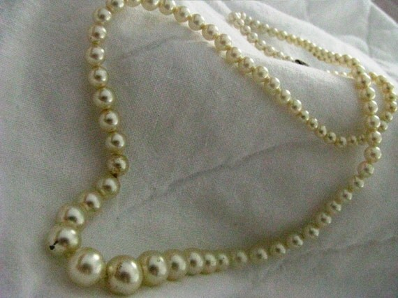 Nice heavy coated MILK GLASS pearls. 18 inch strand with traditional pearl necklace  u hook catch.