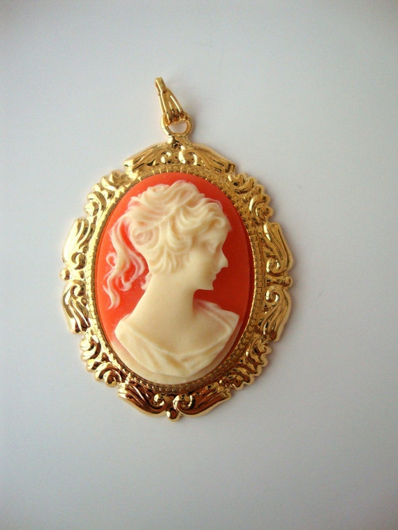 Victorian Style Lady Cameo Pendant
