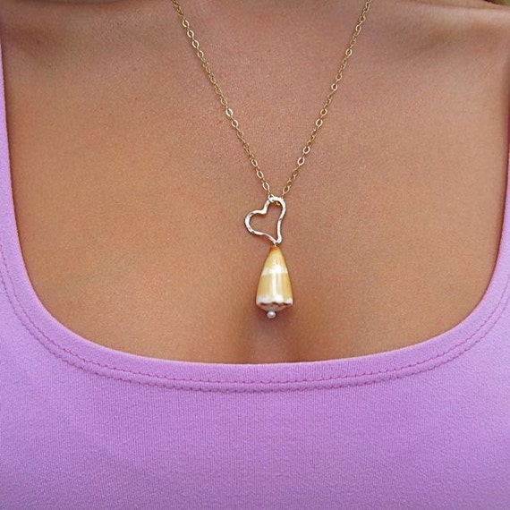 Yellow Hawaiian Shell Necklace, Gold Hammered Heart, Summer Fashions, Hawaii Beach Jewelry