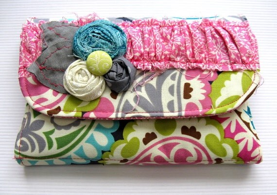 Crayon Wallet-Pink/Gray Paisely