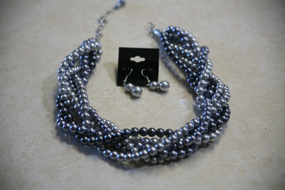 Gray cluster strand necklace with free earrings