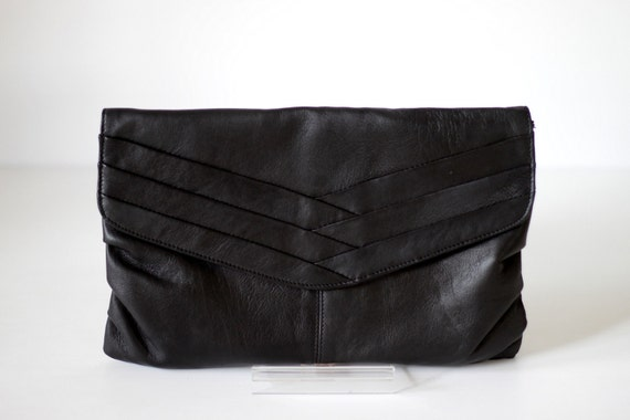 CLASSIC- Pleated Leather Clutch in Black