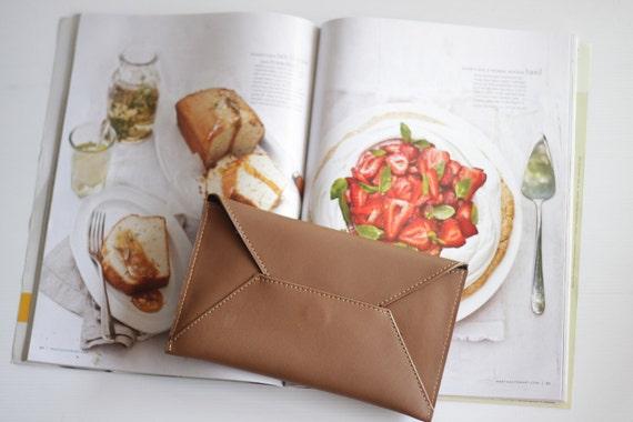 BASIC- Leather Envelope Wallet in Tan