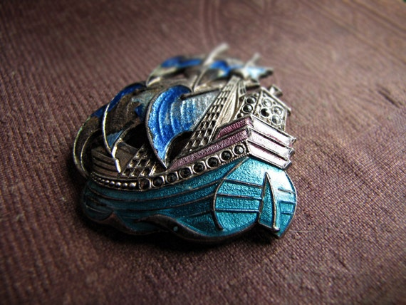 Vintage enamel brooch - Spanish galleon ship - marcasite stone details - Art Deco