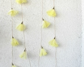 Daffodils, blossom garland, wedding decoration, garden party, spring décor, yellow