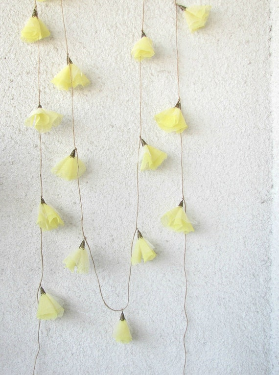 Daffodils, blossom garland, wedding decoration, garden party, spring décor, yellow