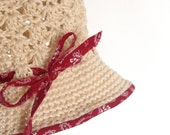 Crochet cloche hat  in beige with red edges - 2-3 years old