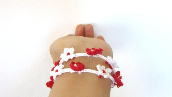 Crochet  flowers bracelet snow white and red, lariat wrap bracelet