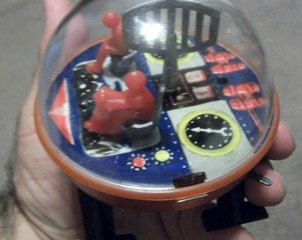 Rare vintage Wind-up toy. MOON Lunar WALKER  Space Flying Saucer.  Russian USSr  made. Great action