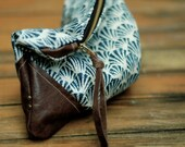 Blue and white pouch, leather corners, TRAVEL collection
