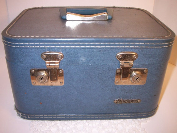 vintage train case cosmetic case small luggage Monarch