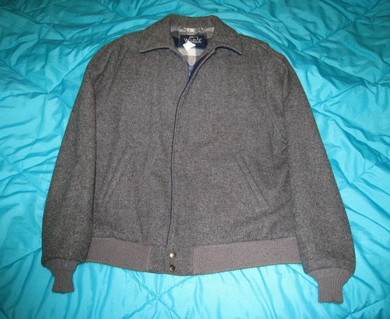 Men's Vintage Gray Woolrich Jacket - Size 48 to 50 - Plaid Lined SALE
