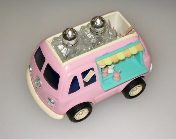 RARE Metal 1960s Pink VOLKSWAGEN VW Bus Salt & Pepper - Japan