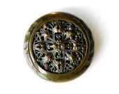 metaLACE - vintage button brooch