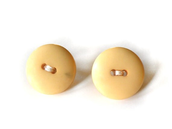 vanilla wafers - vintage button earrings