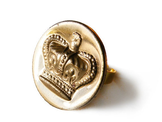 crown royale - vintage button ring