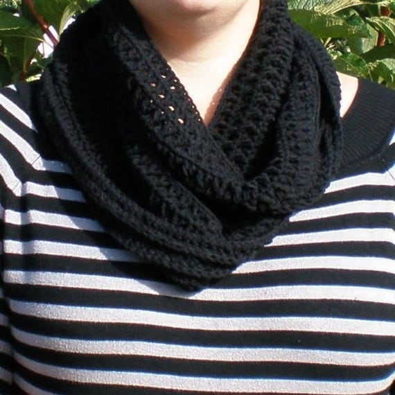 Cowl, Infinity scarf black in colour and crocheted in cotton-acrylic yarn
